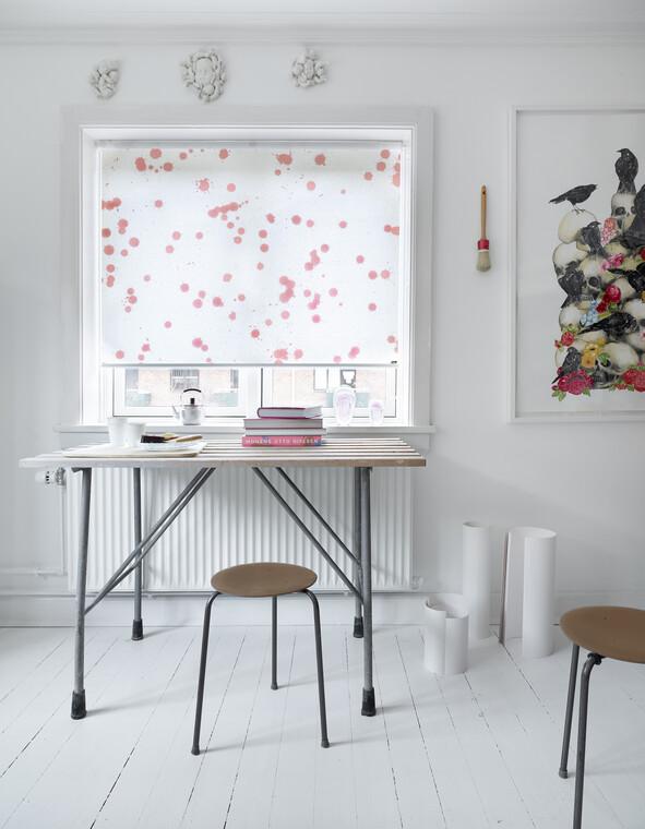 Hillitty kuviointi ja väri työhuoneen rullakaihtimessa