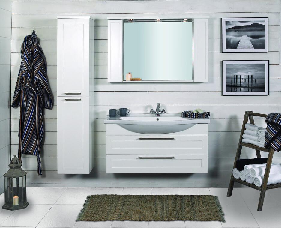 Leveä allaskalusto myötäilee tyylikkäästi kylpyhuonesisustusta