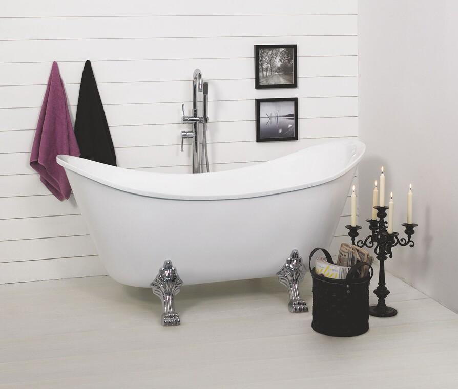 Romanttishenkinen sisustuskokonaisuus kylpyhuonenurkkaukseen