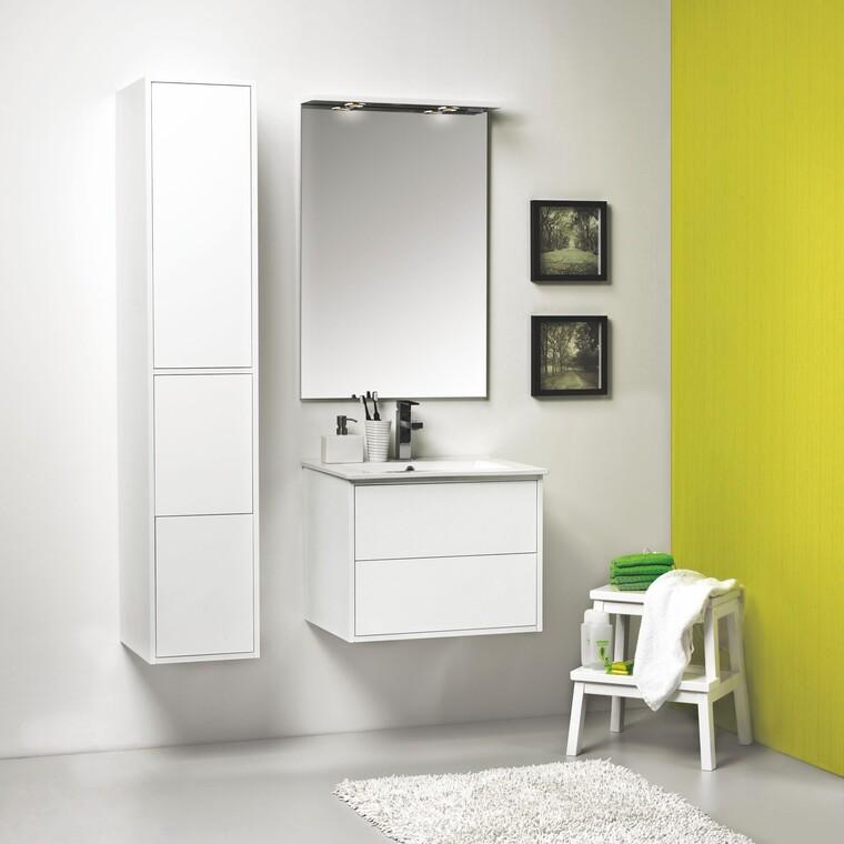 Selkeäpiirteiset kylpyhuonekalusteet tyylikkäänä kokonaisuutena
