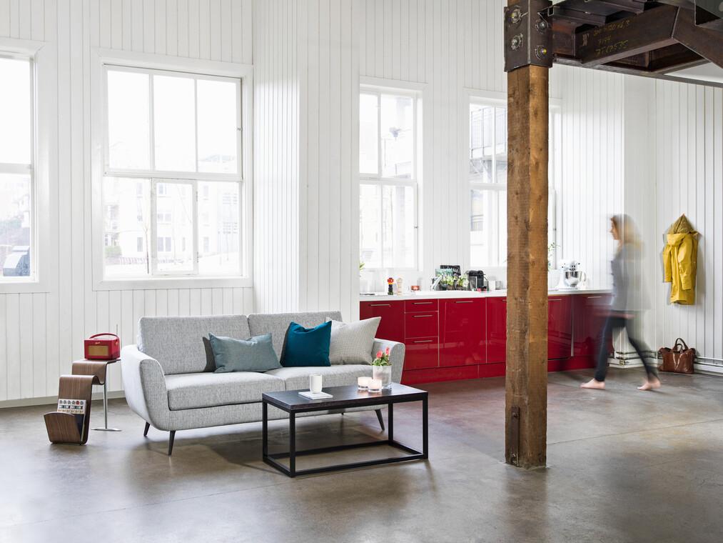 Kevyesti retro sohva sopii loft-asuntoon