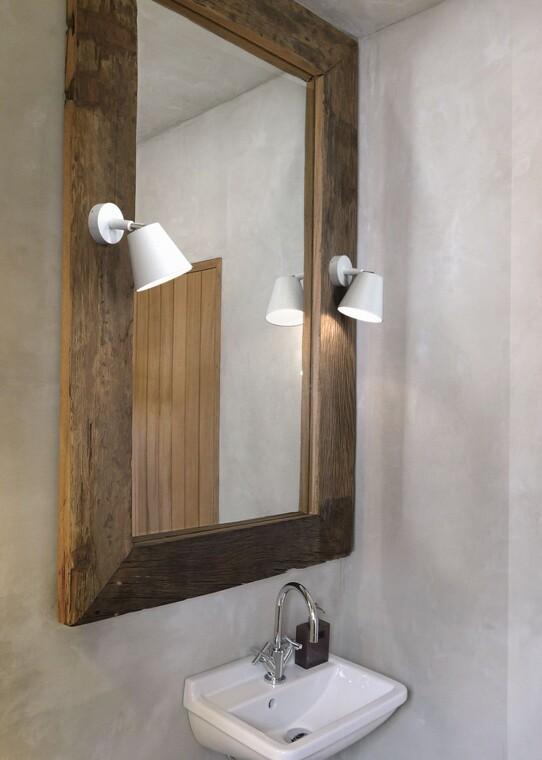 Nokkelilla seinävalaisimilla tyylikäs tunnelma kylpyhuoneeseen
