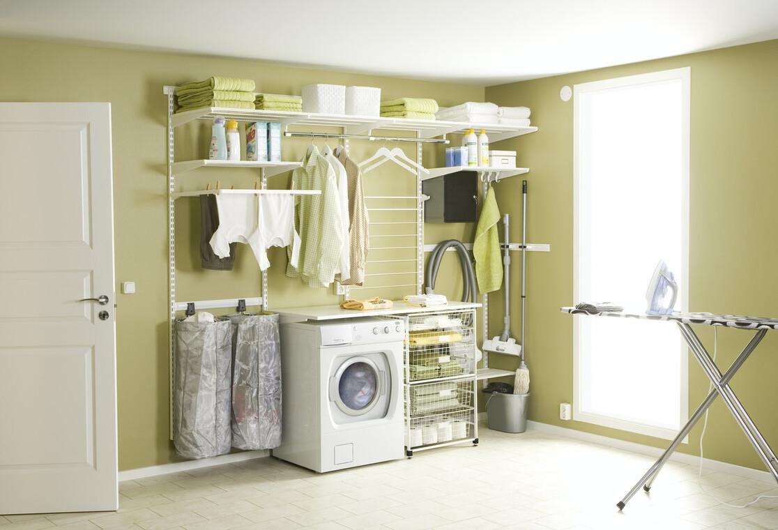 Kätevällä säilytysjärjestelmällä kodinhoitohuone järjestykseen