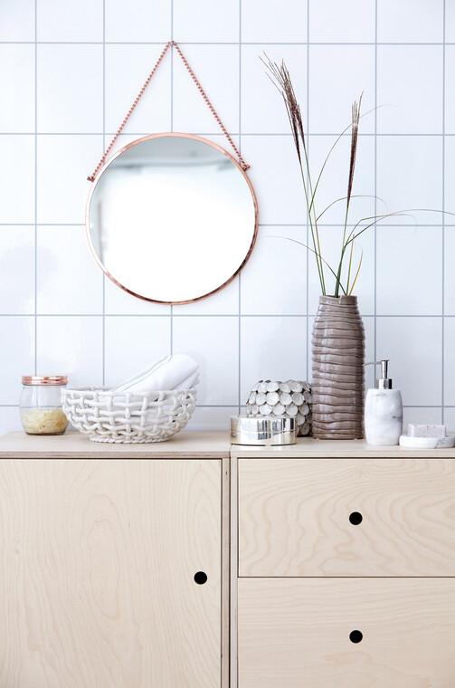 Luonteikkaita, keveän eksoottisia piirteitä kylpyhuoneen sisustuksessa