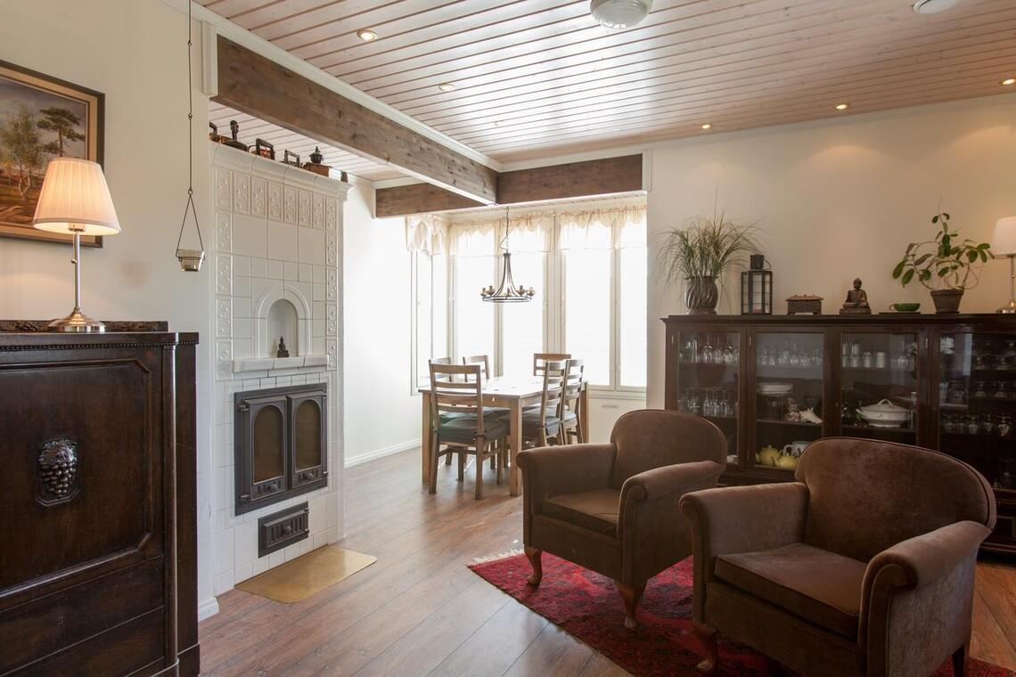 Perinteinen olohuone 9501351