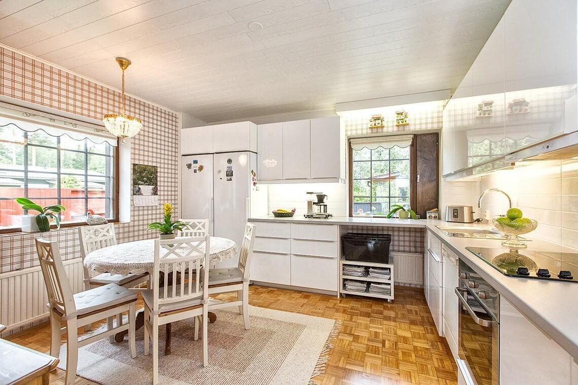 Perinteinen keittiö 9561944