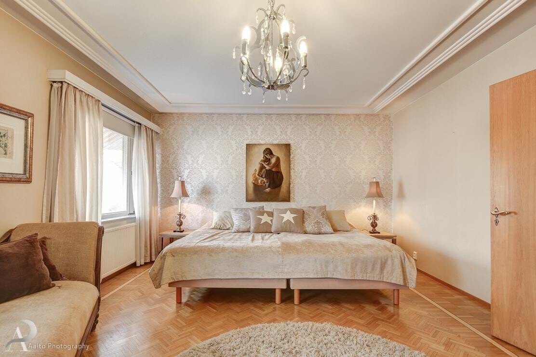 Perinteinen makuuhuone 9866505
