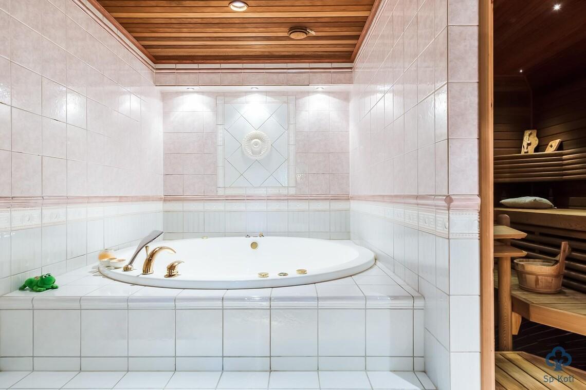 Perinteinen kylpyhuone 9645298