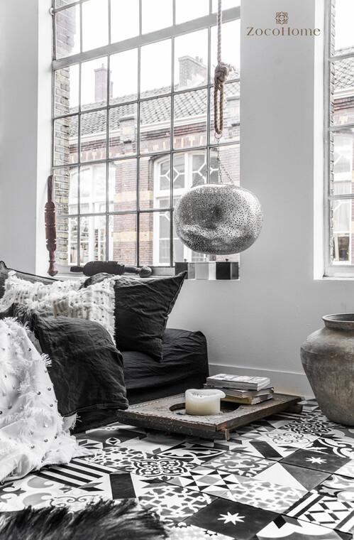 Marokkolaista tunnelmaa mustavalkoisessa makuuhuoneessa