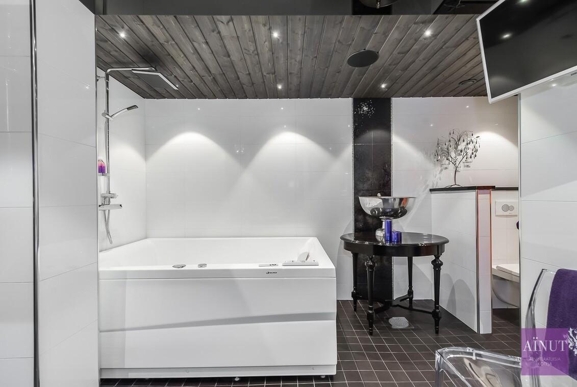 Moderni kylpyhuone 9615069