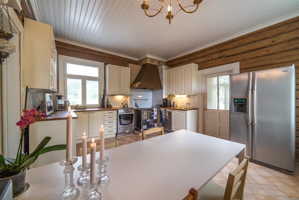 Maalaisromanttinen keittiö 7648057