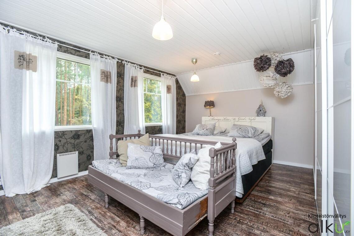 Maalaisromanttinen makuuhuone 9997840