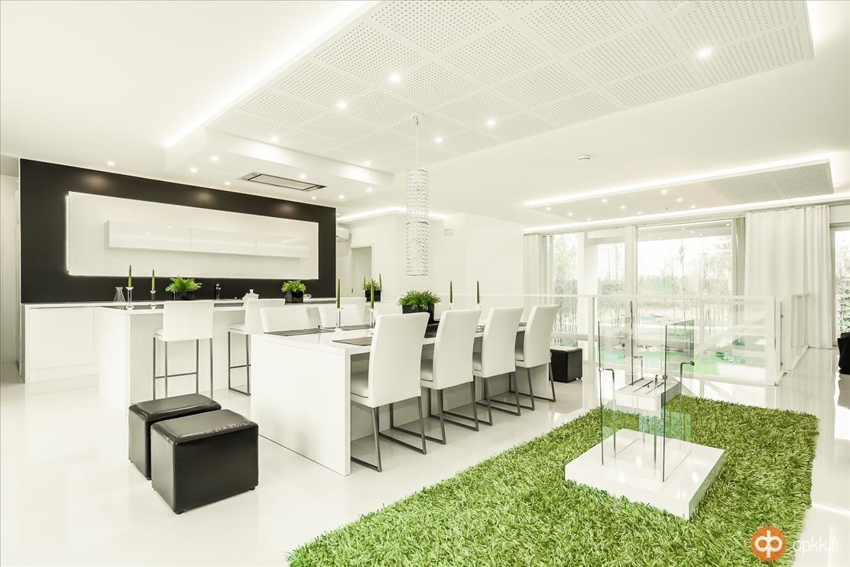 Moderni, valkoinen keittiö