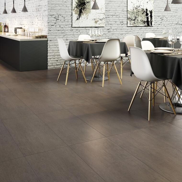 Isokokoisilla laatoilla saa aikaan tyylikkäitä ja kestäviä lattiapintoja