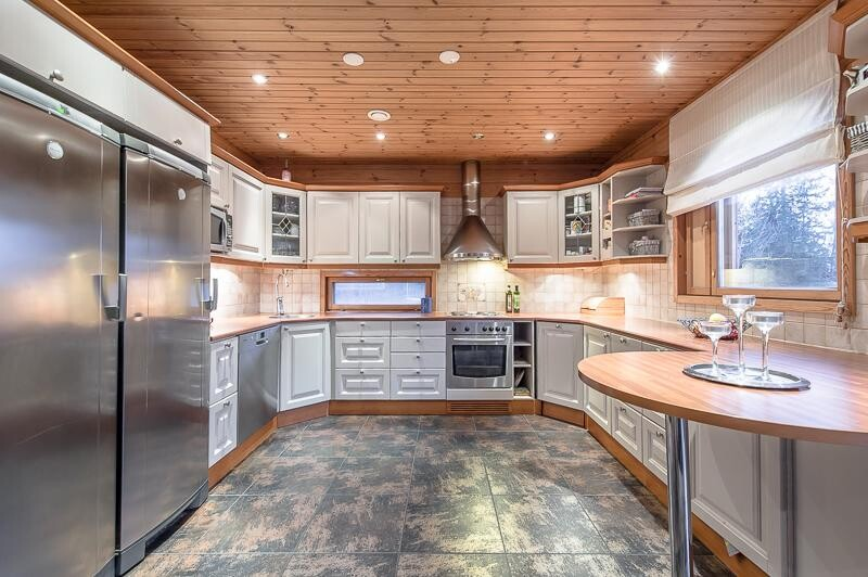 Perinteinen keittiö 7660356