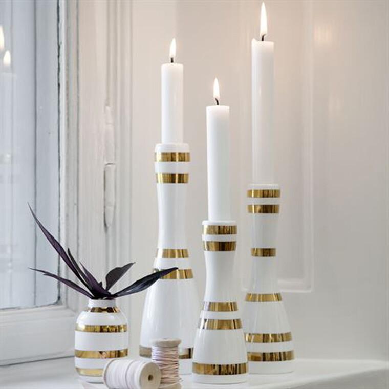 Samaan sarjaan kuuluvat, erikorkuiset kynttilänjalat muodostavat kauniin asetelman