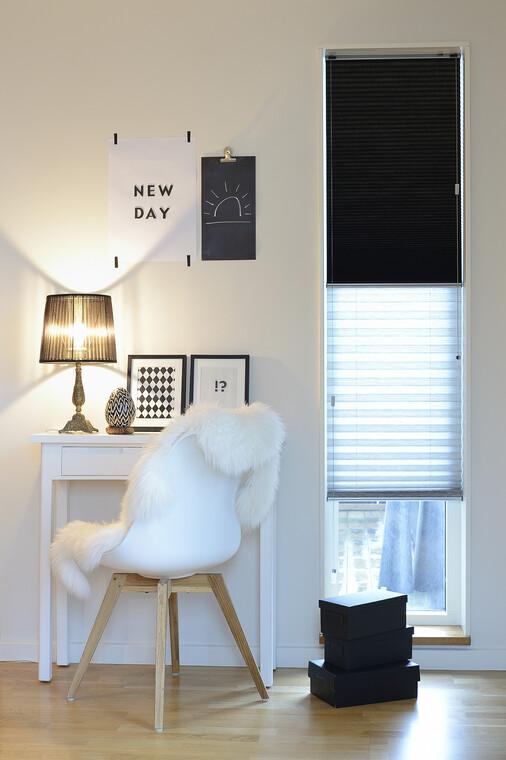 Vekkikaihtimen linjakkuus ja pehmeä kangas antavat ikkunalle kauniin ilmeen