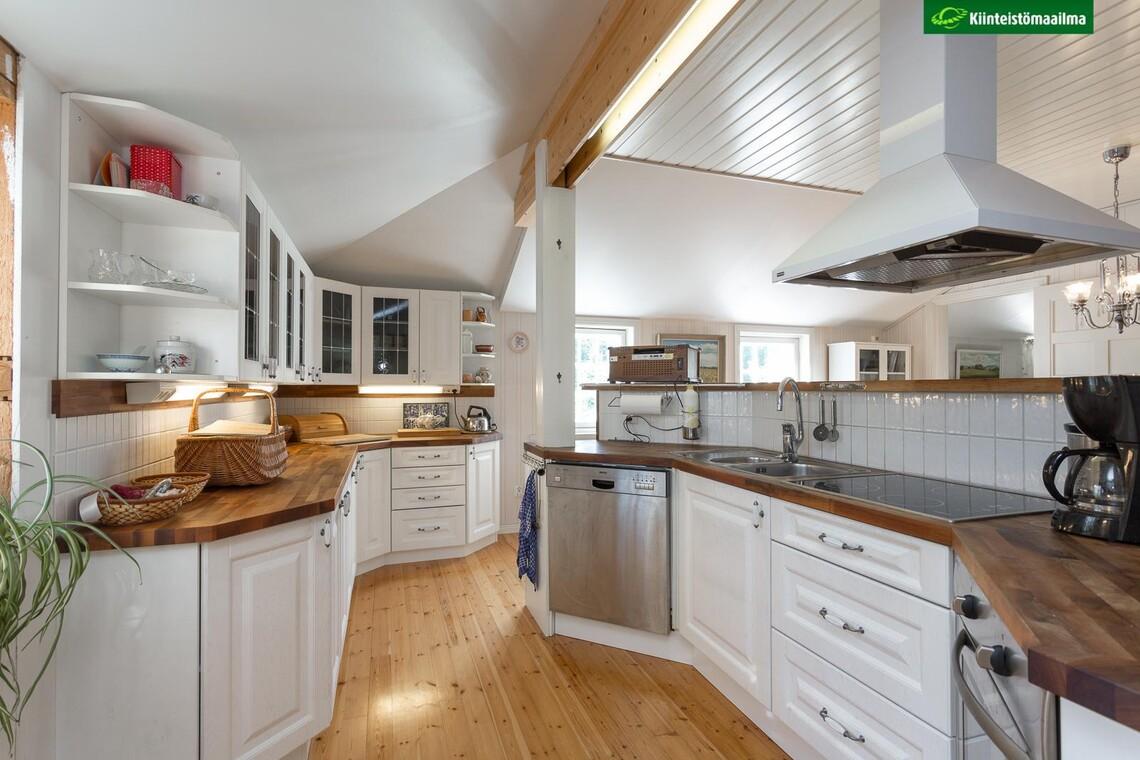 Maalaisromanttinen keittiö 1158224