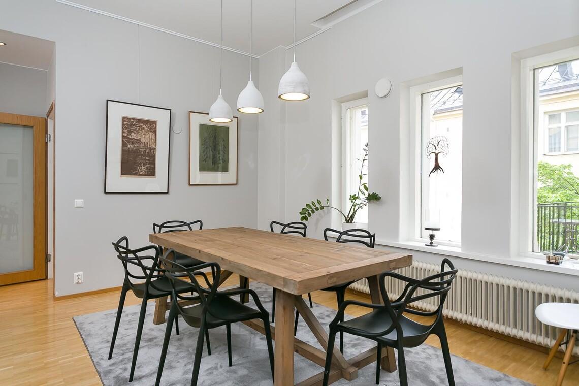 Skandinaavinen ruokailutila 9937430