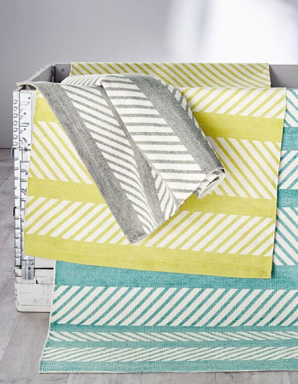 Virva-matoissa on raikkaat värit ja painettu raitakuviointi