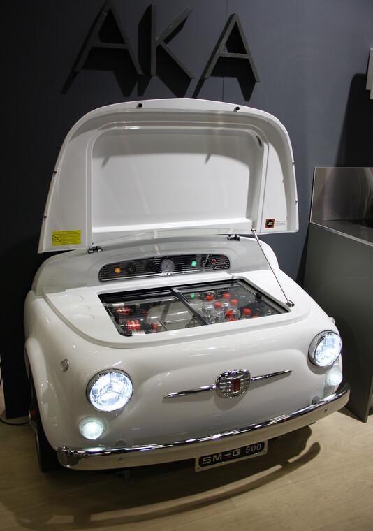 Automuotoilun retrohenkeä näyttävässä jääkaappimallissa, Habitare 2014