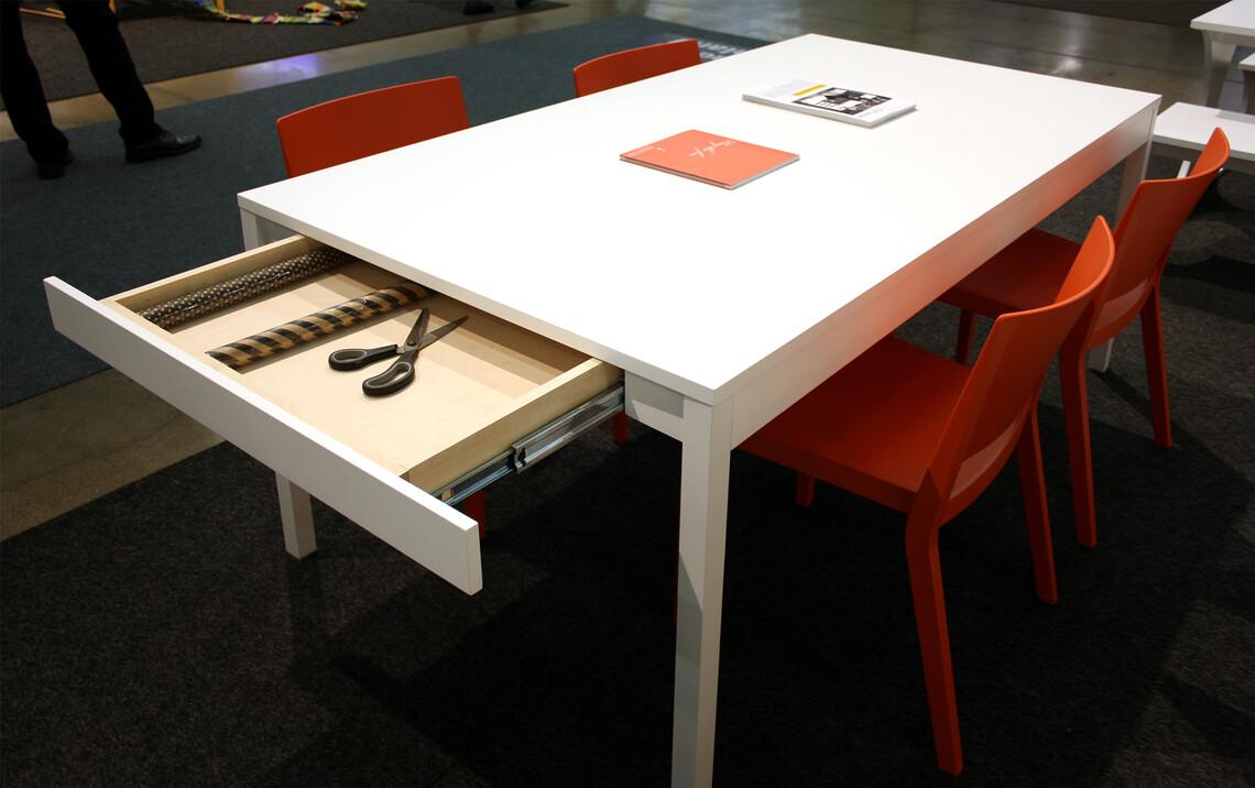 Matala vetolaatikko on käytännöllinen ominaisuus pöydässä, Habitare 2014