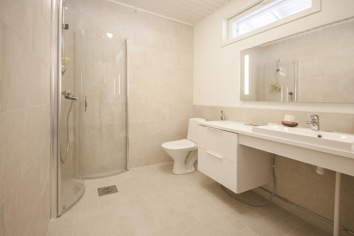 Kylpyhuone kohteessa Ainoakoti Feeniks, Asuntomessut 2015 Vantaa