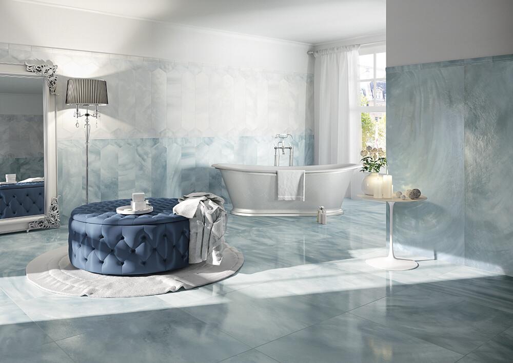Sinisen sävyjä kylpyhuoneessa