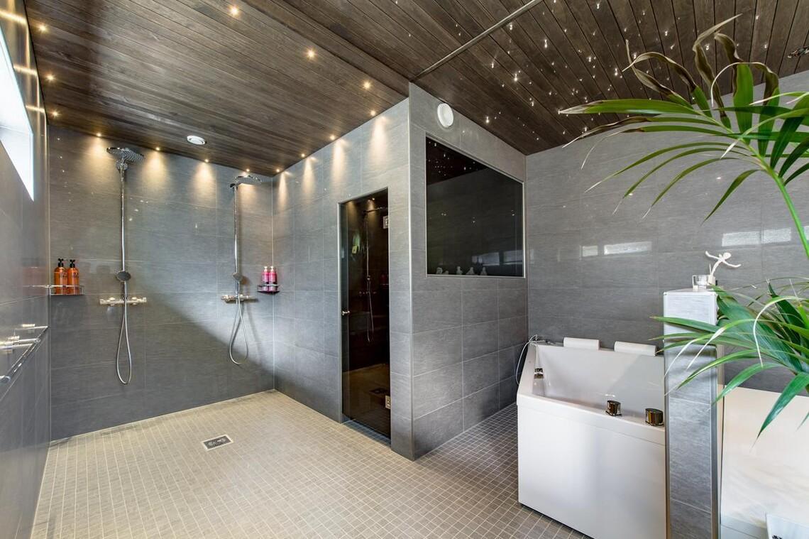 Moderni ja tyylikäs kylpyhuoneosasto