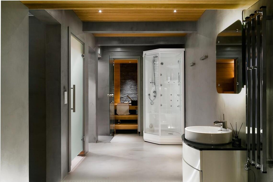 Betonipintoja kylpyhuoneessa