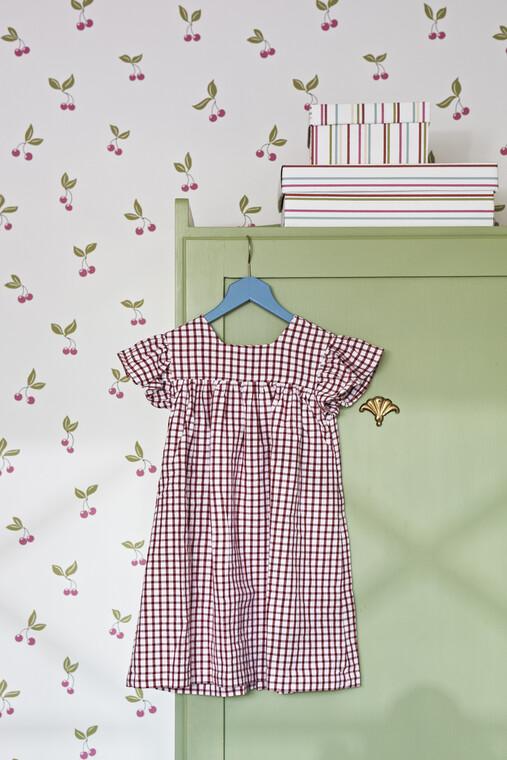 Kirsikat koristavat lastenhuoneen tapettia