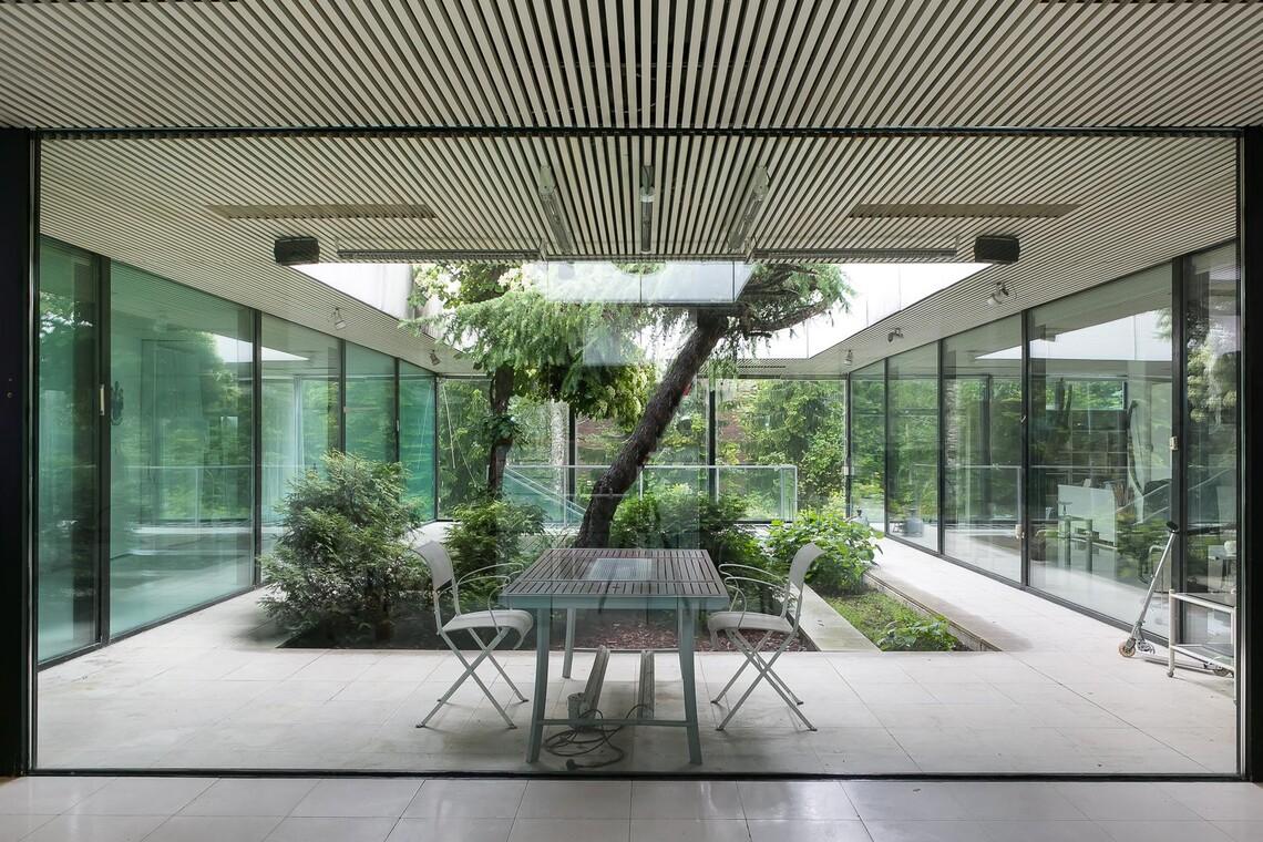 Huikea atriumpiha arkkitehdin suunnittelemassa talossa