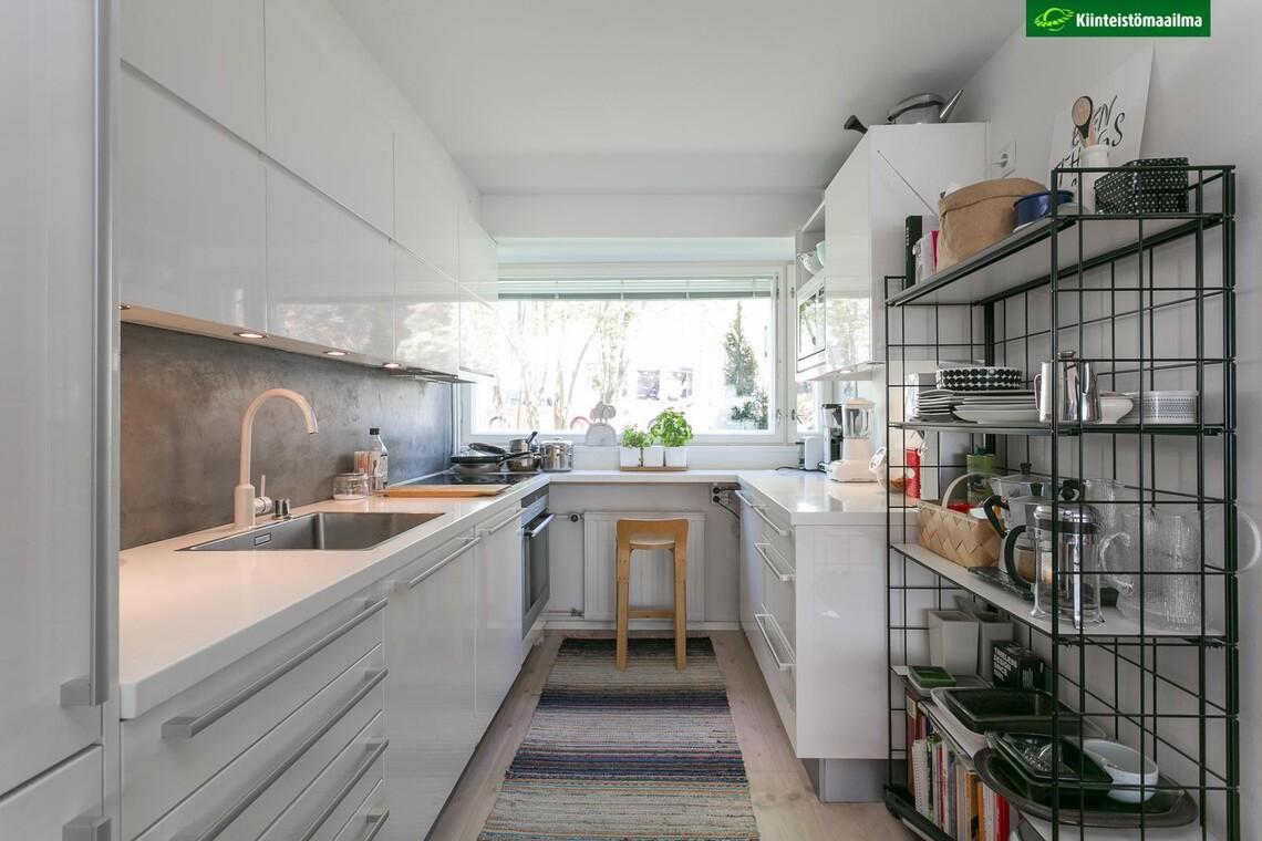 Valkoinen U-keittiö