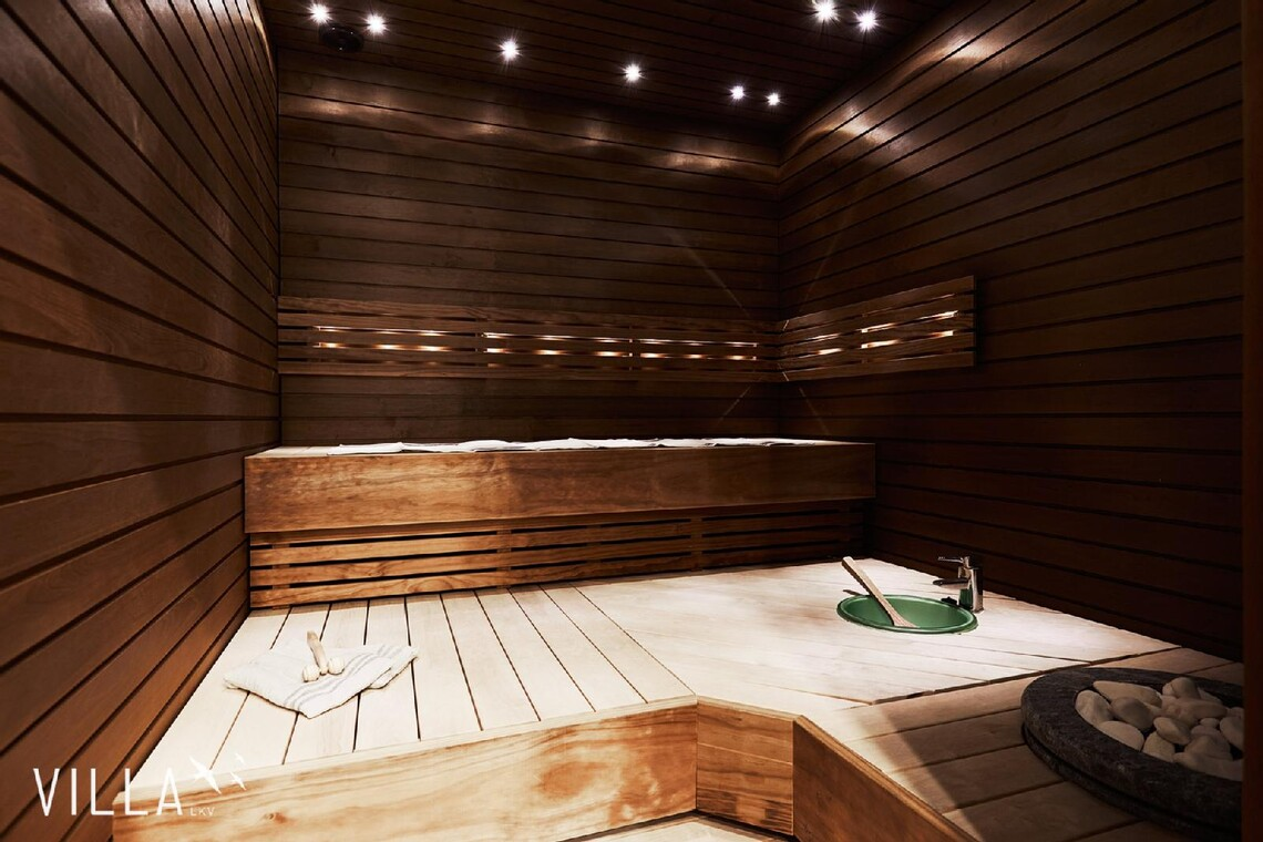 Moderni sauna omalla vesipisteellä