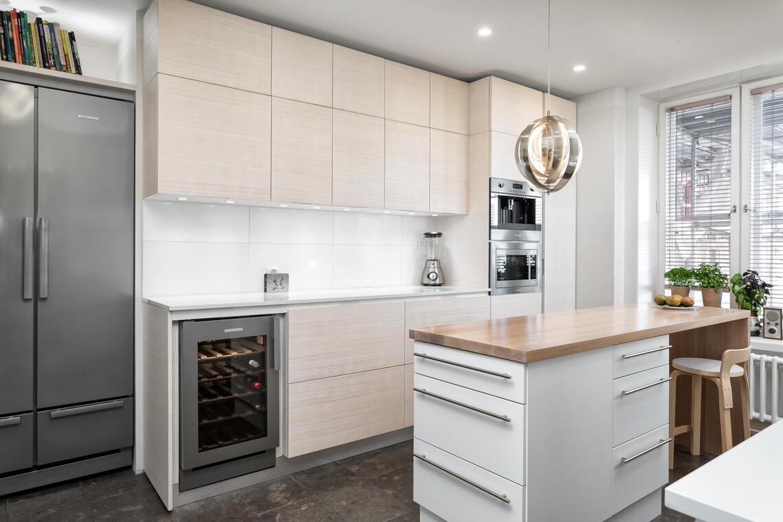 Kaunis vaaleansävyinen keittiö