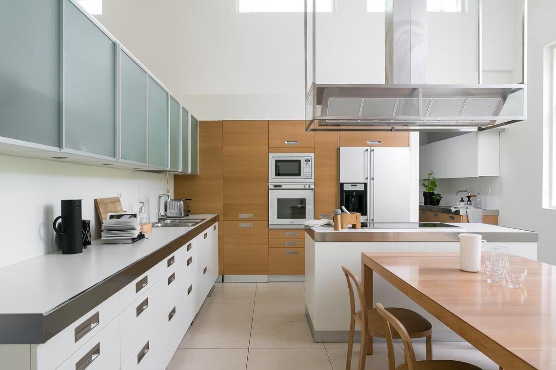 Tyylikäs ja tilava keittiö