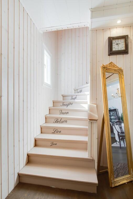 Kaunista tekstiä portaissa