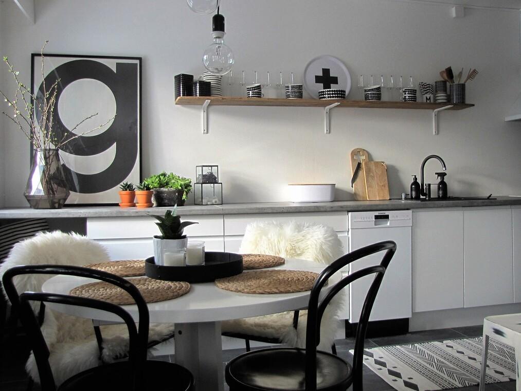 Skandinaavista ilmettä kaksion keittiössä