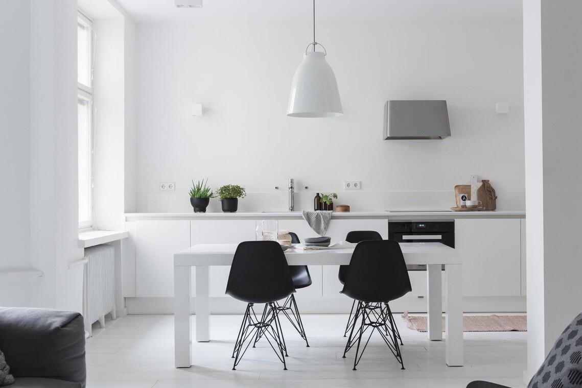 Kolmion vaalea keittiö