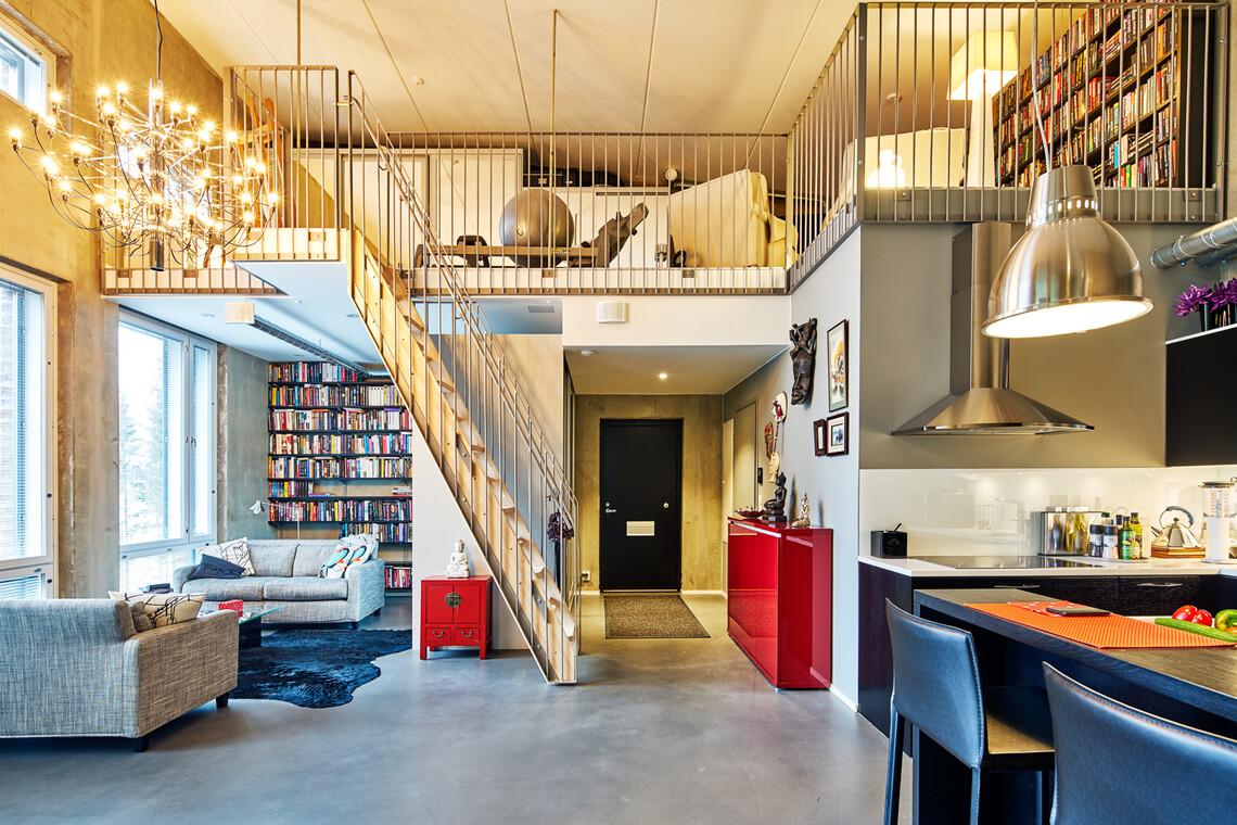 Huikea loft-asunto betonilattioineen