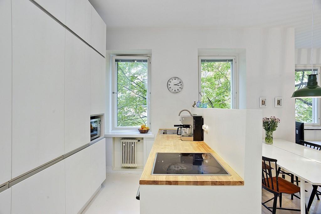 Kaunis simppeli keittiö