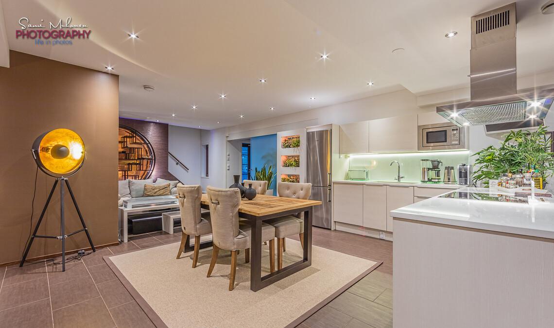 Moderni keittiö on sekä tyylikäs että toimiva