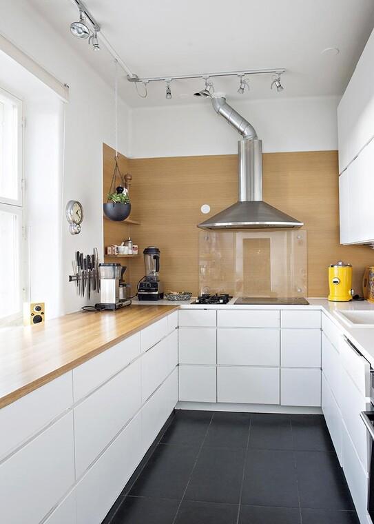 Puuviilua keittiön välitilassa