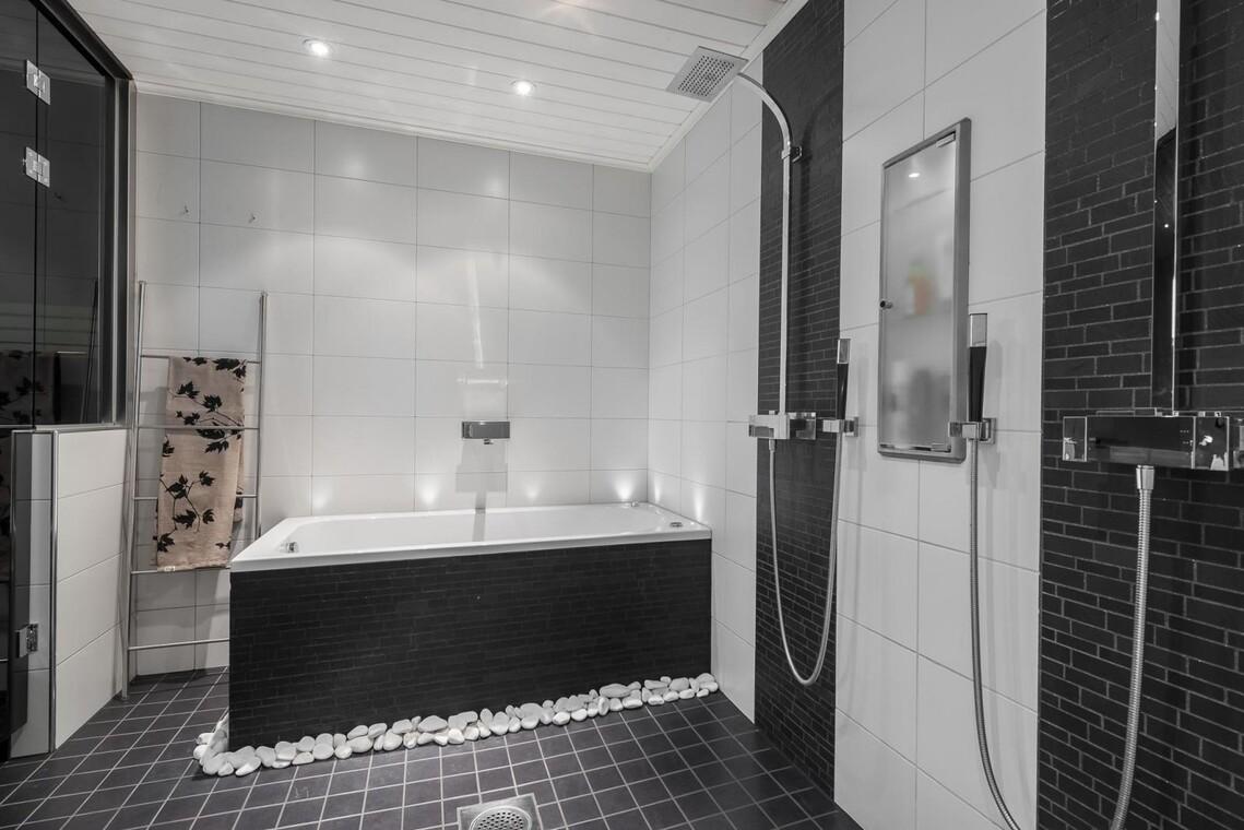 Tyylikäs poreamme kylpyhuoneessa
