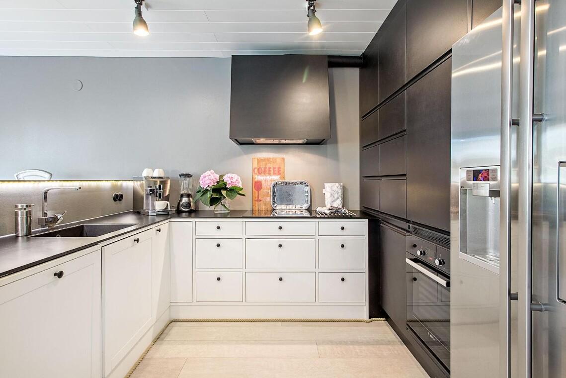 Kaunis mustavalkoinen keittiö