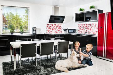 Lapsiystävällisen keittiön turvallisuus – vaaralliset esineet tavoittamattomiin
