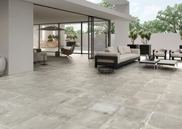 Teollista tyyliä terassille betonia muistuttavilla laatoilla