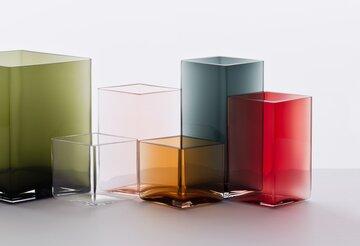 Ruutu-maljakko on yksinkertaista eleganssia useissa väreissä