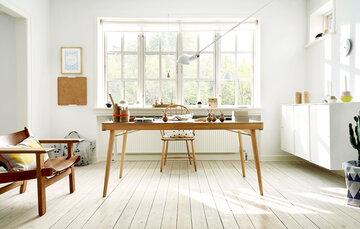 Puiset yksityiskohdat koristavat kauniisti valoisaa, skandinaavista työhuonetta