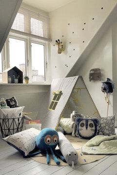 Lastenhuoneen leikkipaikka on täynnä ilmeikkyyttä ja veikeitä muotoja